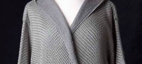mantello in seta. © lauramengani