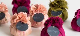 Sacchetti in seta profumati alla lavanda, tessuti a mano. © lauramengani